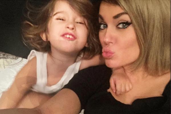 Таня с дочерью Арис