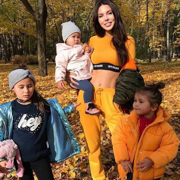 Оксана Самойлова и ее дочери