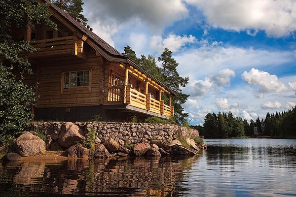 Ирина уже присмотрела дом красотой на берегу озера