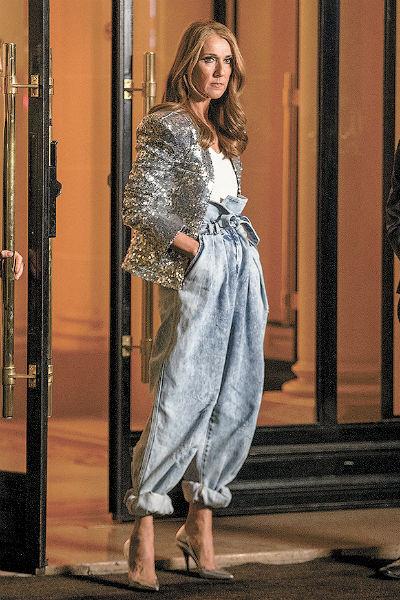 На парижской Неделе моды Дион удивляла яркими образами и смелыми нарядами чуть ли не каждый день. «Я одеваюсь так в первую очередь для себя самой. Мне нравится мой стиль», – говорит она