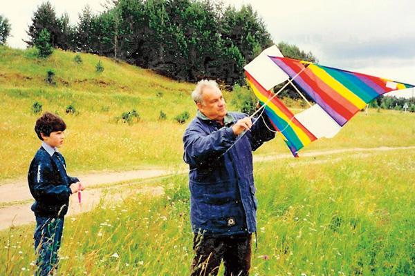 Рязанов любил мастерить воздушных змеев вместе с внуком