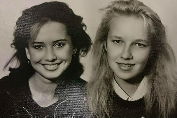 Певица с одноклассницей Натальей Кречетовой