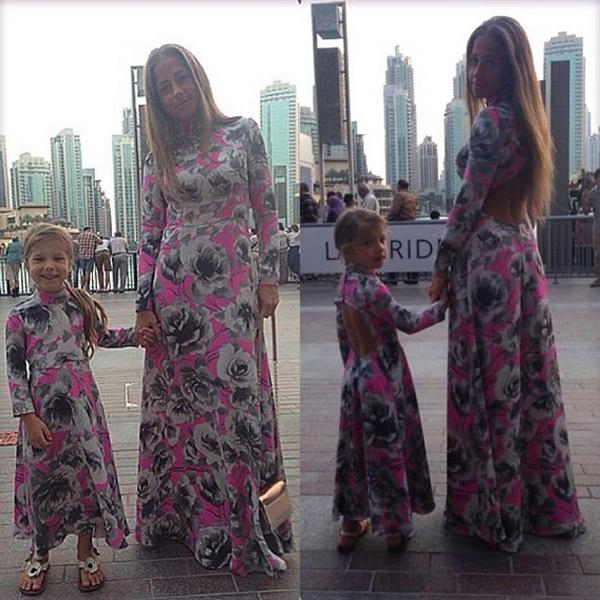 Мама и дочка подчеркнули свое родство одинаковыми нарядами