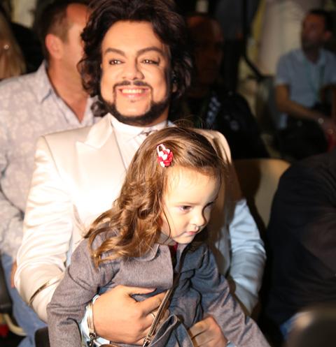 Филипп Киркоров с маленькой Аллой-Викторией