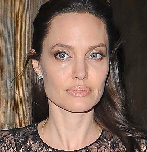 Исхудавшая Анджелина Джоли отметила праздник с особенным ... анджелина джоли новости