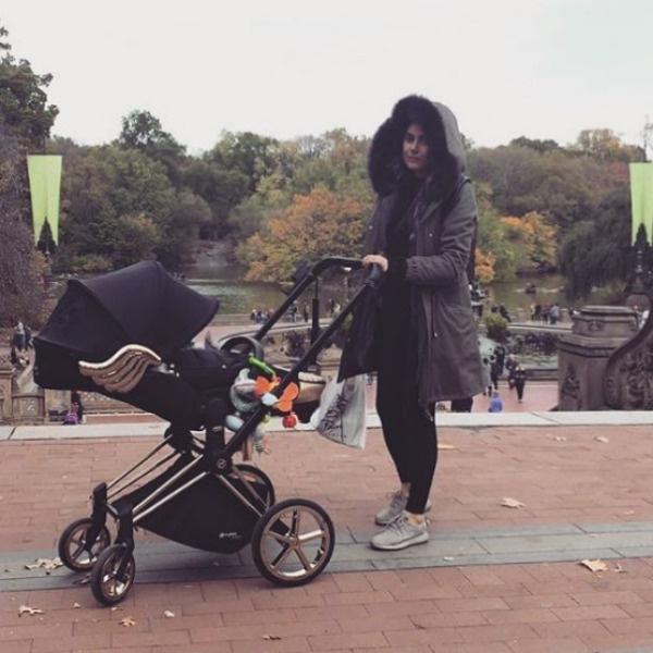 Год назад Крутая впервые стала мамой