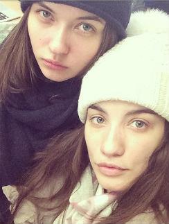 Виктория Дайнеко с подругой Анастасией