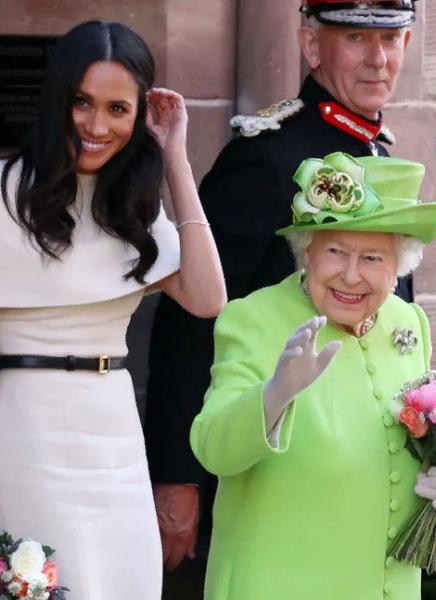 14 июня Меган и Королева впервые вместе вышли в свет