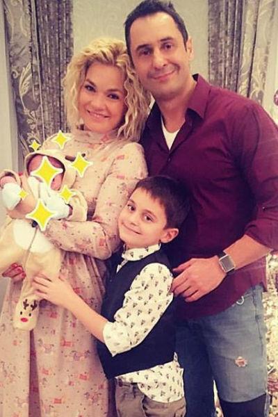 Стас и Юлия Костюшкины с двумя сыновьями - Богданом и Мироном
