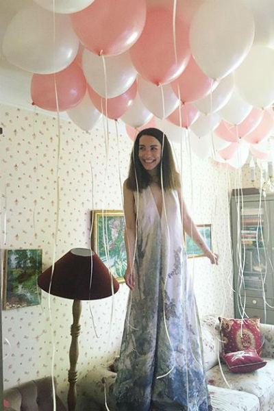 Для праздника артистка выбрала очень женственное платье