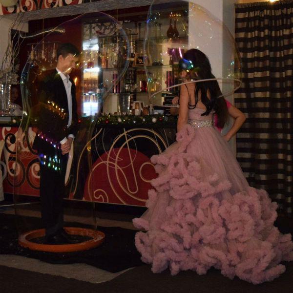 В Томске Нелли выбрала нежно-розовое свадебное платье