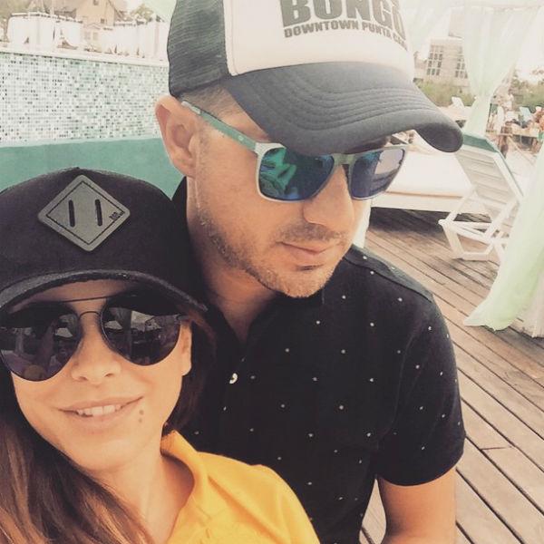 Певица призналась, что в их отношениях с мужем нет места ревности