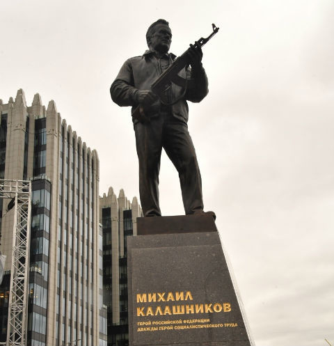 Памятник Михаилу Калашникову
