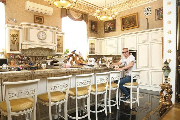 Любимое место Андрея в особняке - кухня. Правда, готовит музыкант редко и только для звездных гостей
