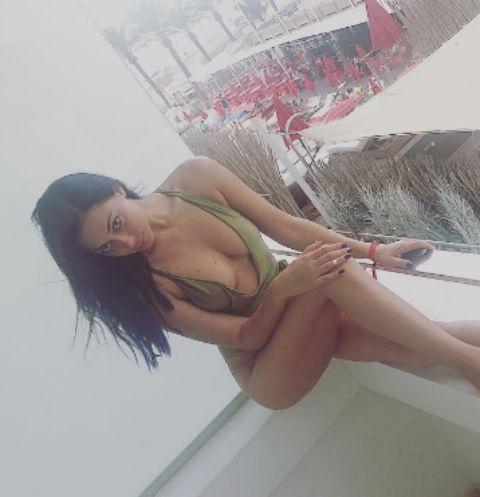 Настасья Самбурская оголила грудь