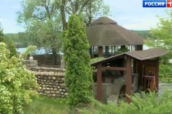 Беседка на территории особняка Кикророва