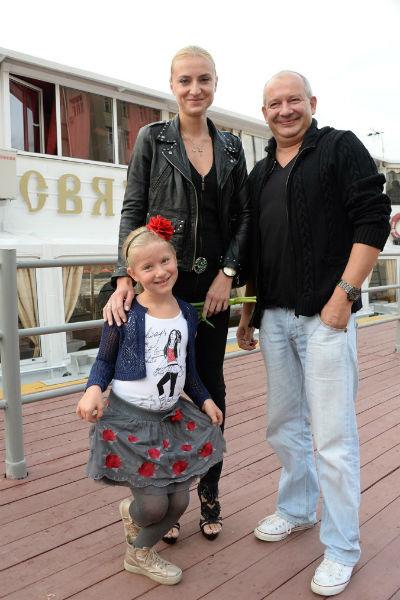 Дмитрий Марьянов с женой и дочкой