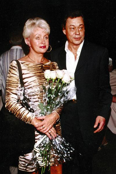 Выйдя замуж за Караченцова, Поргина почти перестала сниматься – все время уделяла семье