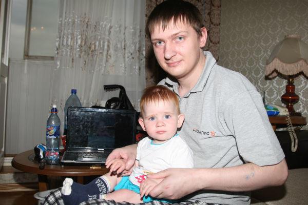 У Влада  парализовало ноги  за несколько месяцев  до рождения сына