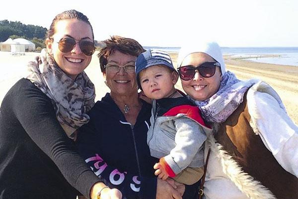 Ольга Владимировна, мама Наташи и Жанны, с рождения воспитывала Платона, недавно ей разрешили с ним изредка встречаться