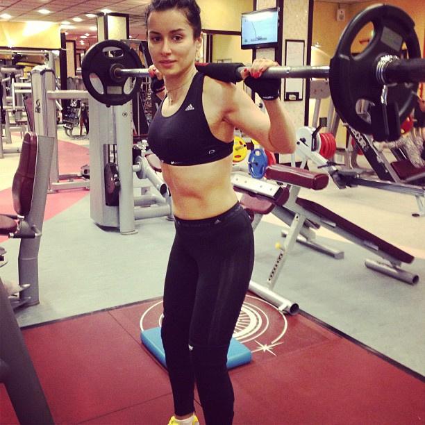 Канделаки во время тренировки в спортзале