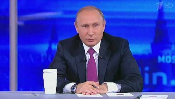Многие зрители трансляции отмечают, что главе государства идет яркий галстук