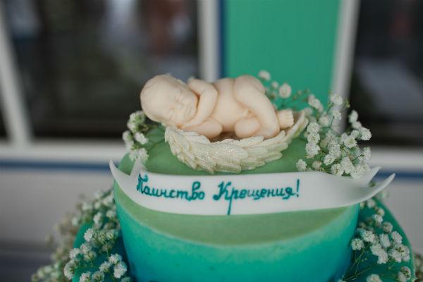 В день крестин маленького Максима гостям был предложен торт эксклюзивного дизайна