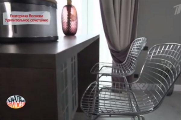 Стилистике лофта отвечают и стулья рядом с островом на кухне