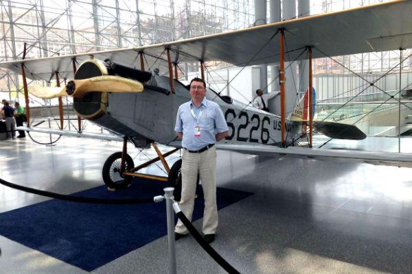 Константин Филобок нашел в Нью-Йорке копию самолета, на котором впервые перевезли коммерческую почту