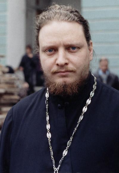 У своего духовника, отца  Федора, Владимир Пресняков- мл. просит совета в трудных  ситуациях