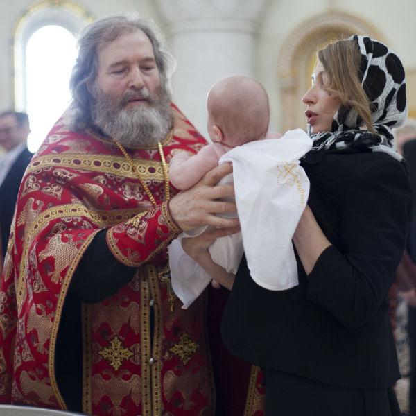 Крестная мама девочки Эльвира Жагун и отец Николай