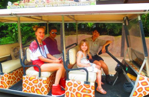 Глюк'oZa с супругом Александром и дочкой Лидой в парке