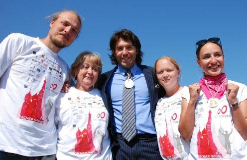 Медсестра из г. Раменское Катя Лихваткина (она четвертая слева) напомнила, как участвовала вместе со мной в благотворительном велопробеге на Красной площади