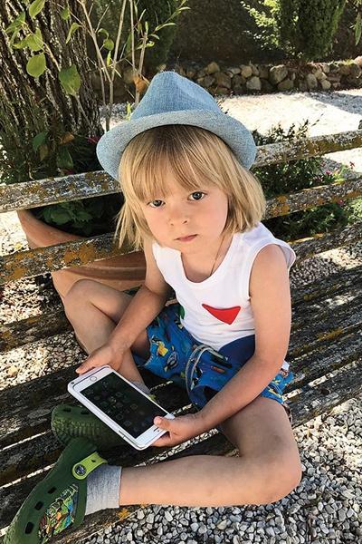 Плющенко-младший разбирается в гаджетах. У него 287 тыс. подписчиков в Инстаграме
