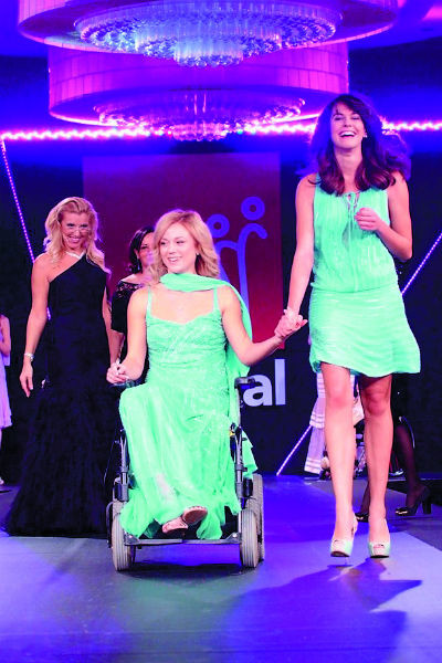 В 2012-м Безуглова победила на конкурсе красоты среди женщин с инвалидностью «Вертикаль»