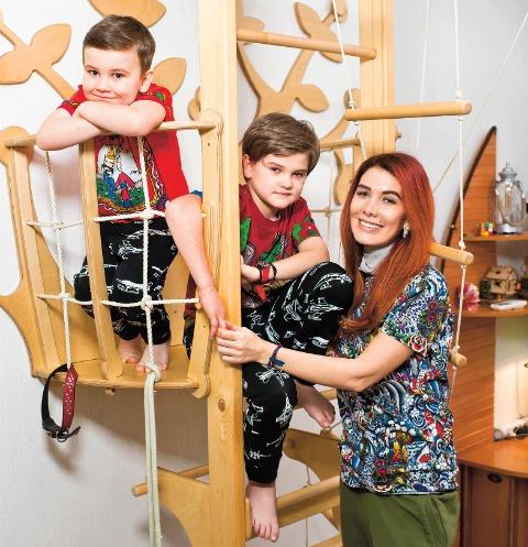 Развивающая спортивная конструкция – подарок от благодарных клиентов Николь. Сыновья обожают лазить по лесенкам под присмотром мамы или няни