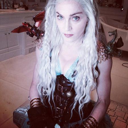 Мадонна готовится к просмотру любимого сериала