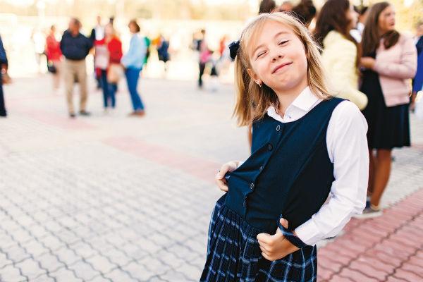 Девочка учится в третьем классе Школы права и экономики