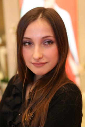 Александра Боброва, визажист Estee Lauder