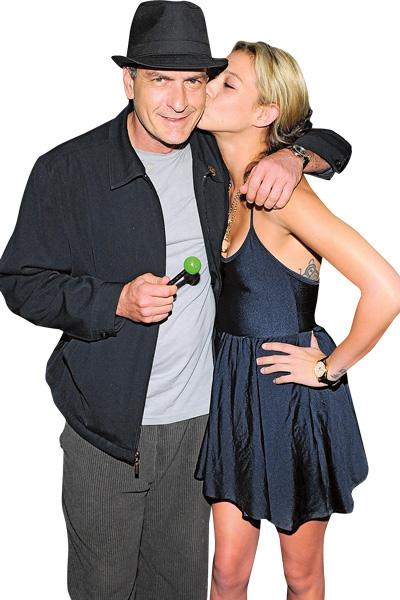 «Я надеюсь, что Чарли справится с заболеванием», – переживает за экс-бойфренда модель Натали Кенли