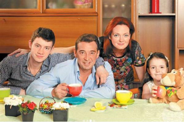 Николай Добрынин с семьей