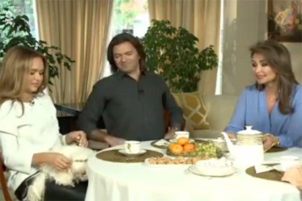 Стефания и ее родители Дмитрий и Елена Маликова стали героями программы «Пока все дома»
