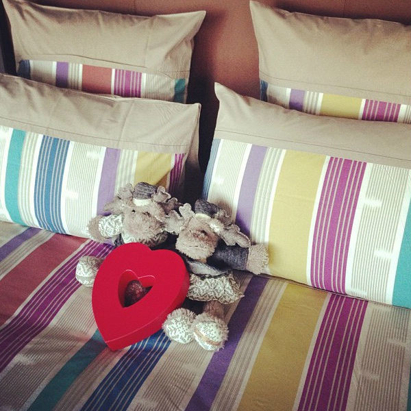 «Друзья встретили нас в доме во Франции вот так», - подписала фото Ксения
