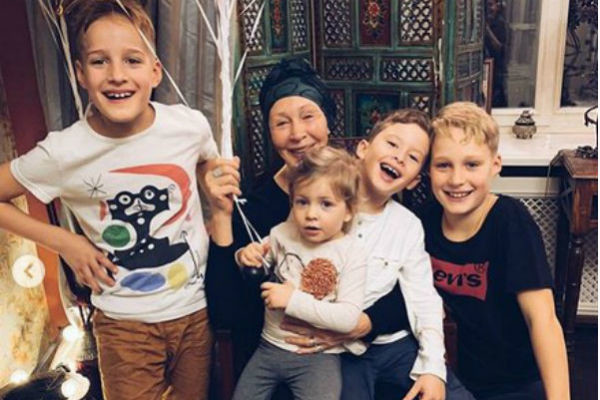 Татьяна Васильева с внуками
