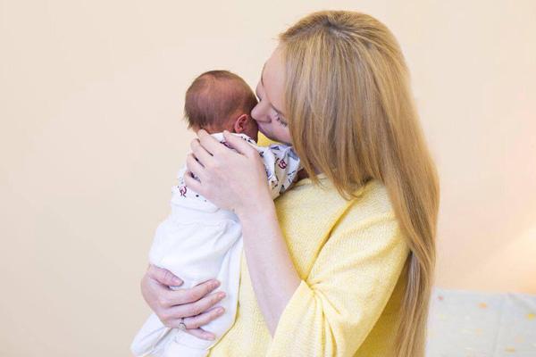 Дарья Пынзарь с малышом