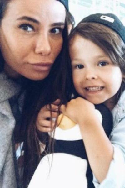 Айза Долматова с маленьким Сами