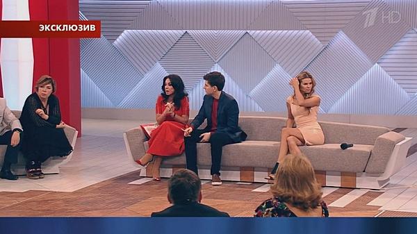 Дмитрий Борисов успокаивает Ирину Аманти и Ольгу Мартынову