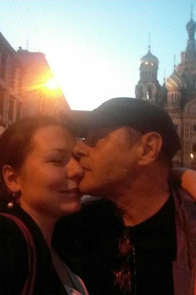 Михаил счастлив с молодой женой