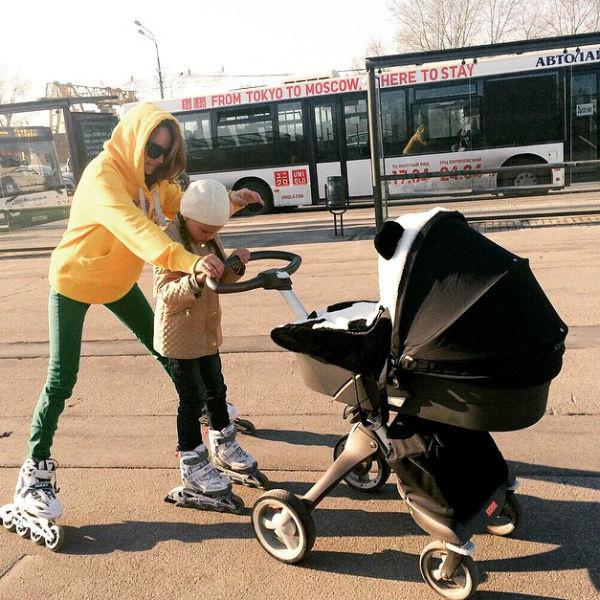 Певица придумала особый вид семейных прогулок