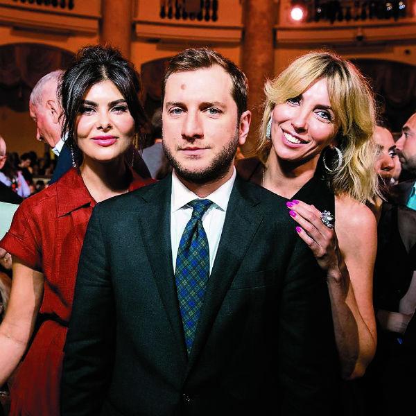 Режиссера часто видят в компании Надежды Оболенцевой (на фото слева)
